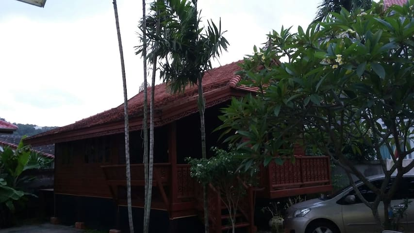 Thai house fully furnished - Karon - House