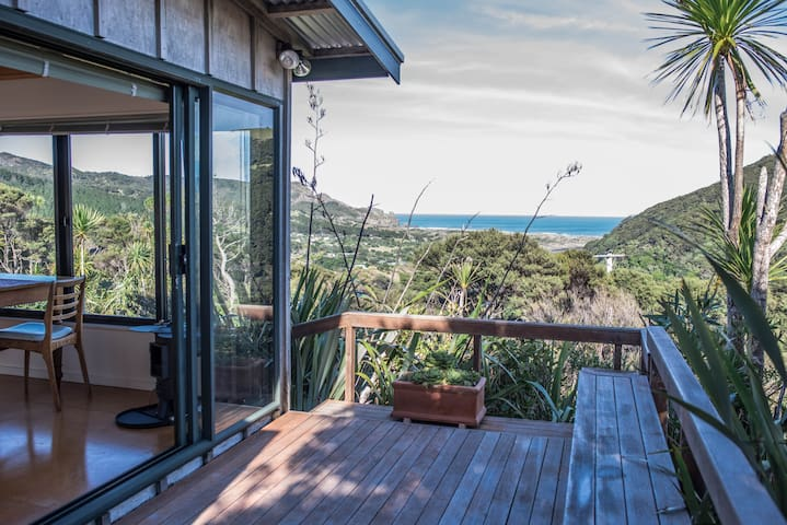 West Coast private hilltop hideaway - Bethells Beach - Casa de campo