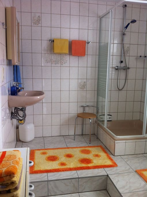 1 zimmer gem tl m fernseher u wlan wohnungen zur miete in wilhelmsthal bayern deutschland. Black Bedroom Furniture Sets. Home Design Ideas