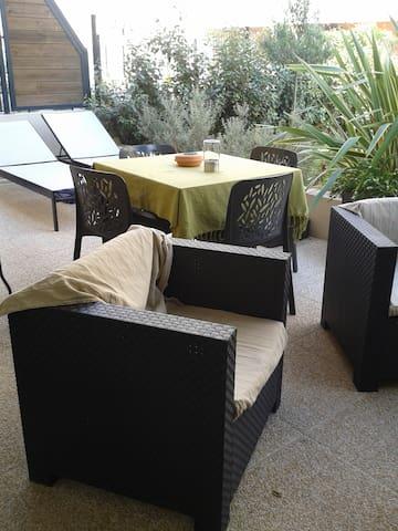 Joli T2 avec jardin à la ciotat!