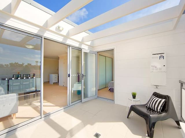 Modern top floor unit in Brookvale - Brookvale