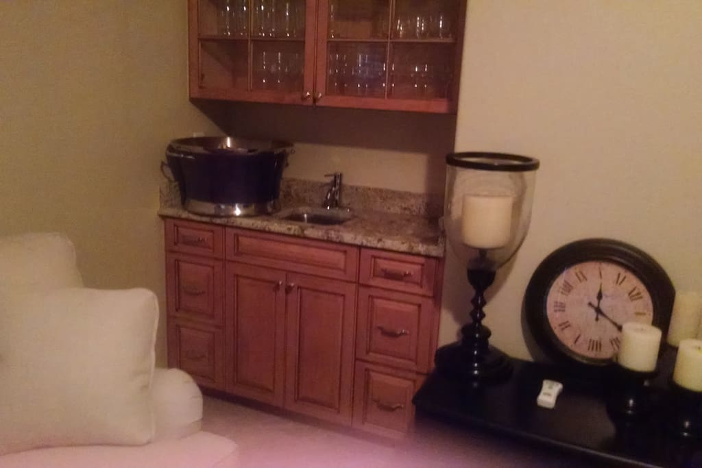 A wet bar located in the living room.