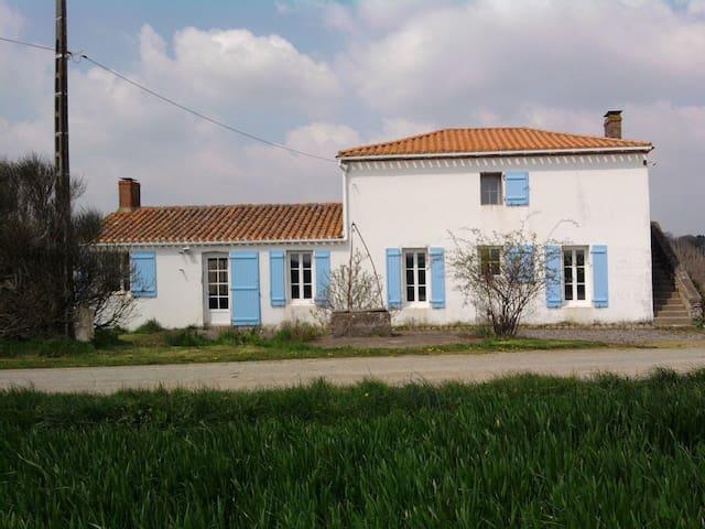 La primaudiere ferme renovee - Brem-sur-Mer - Casa