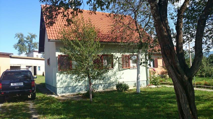 Bakina kućica - Gospić - House