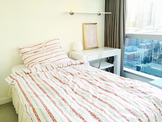 Bright private room in heart of CBD - Melbourne - Apartment