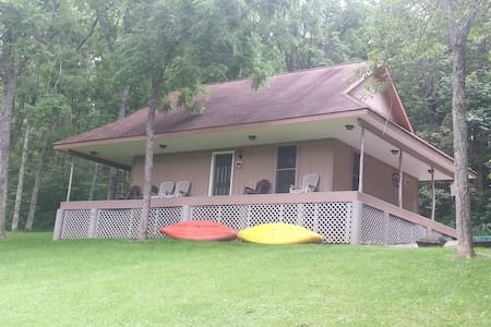 Cedar Chapel Cabin is remote and private w/a lake. - 希爾斯伯勒(Hillsboro)