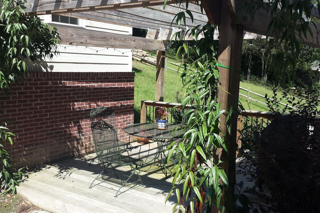Patio/pergola with grill, table and chairs. Great for al fresco dining!