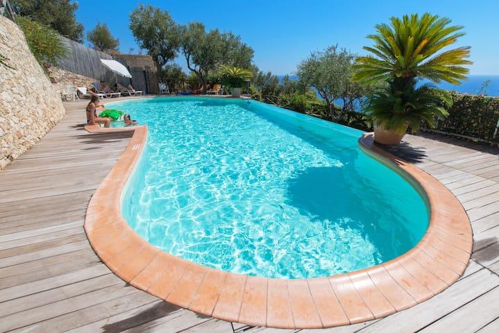 Flat n°6 Seaview Villa with pool