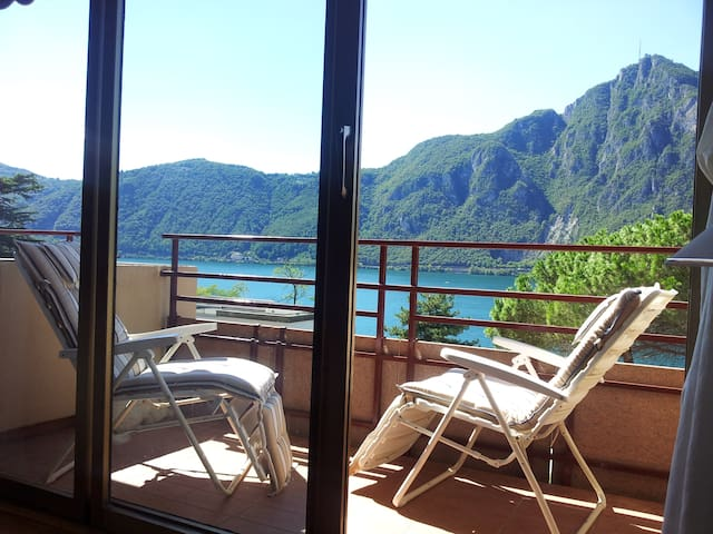 Lugano Lake elegant, safe location - Campione - Huoneisto
