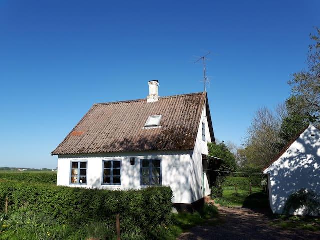 Hus på landet - tæt ved Balka Strand/Snogebæk