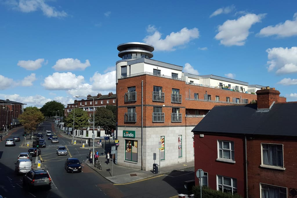 Bright large and close city center chambres d 39 h tes for Chambre hote dublin