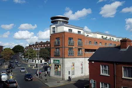 Bright, large and close city center - Dublin - Bed & Breakfast