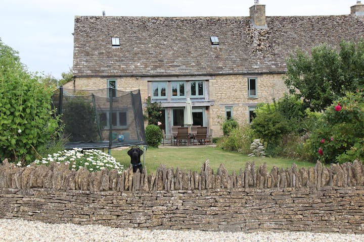 5 Bedroom Cotswold Barn Conversion