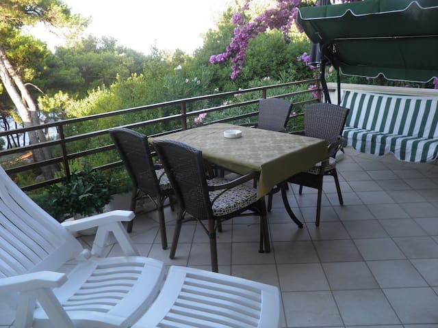 apartment Bugenvila - near sea - Хелса - Дом