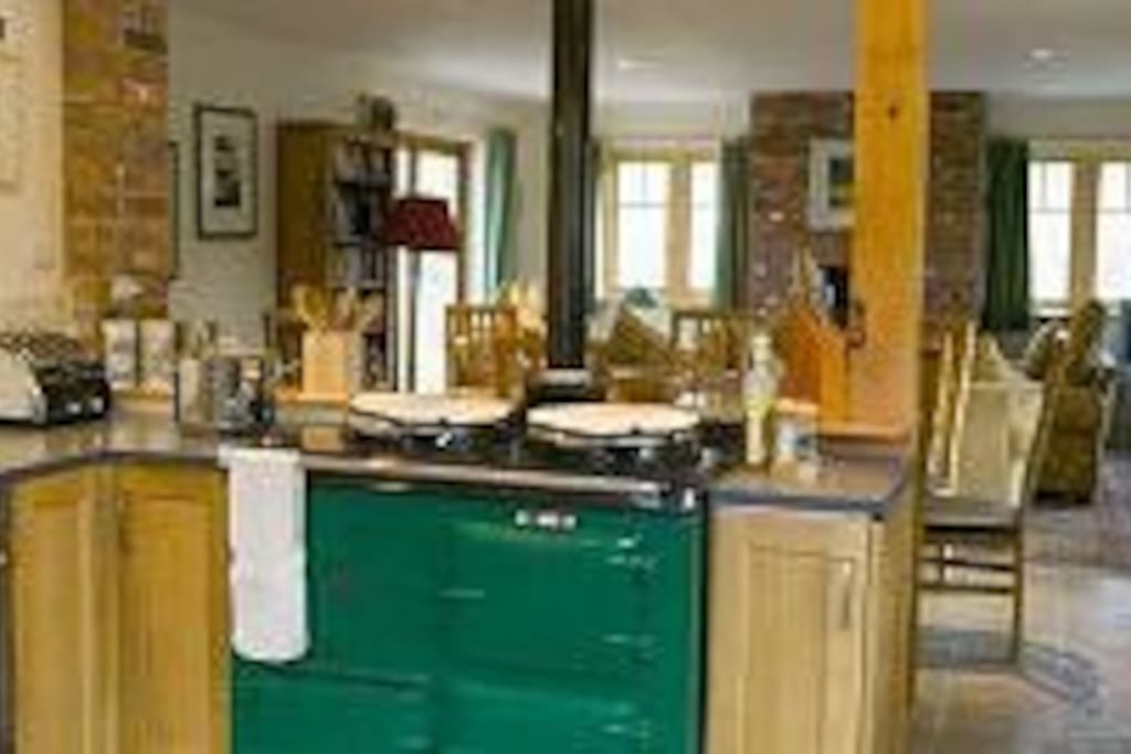 Spacious and well equipped kitchen, with Aga, Neff oven and microwave