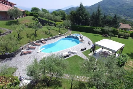 Family villa with pool sleeps 6/8 - Podenzana - Hus