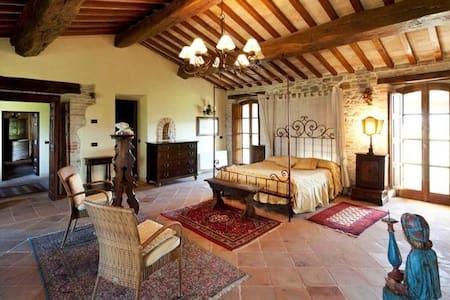Villa Storica ad Assisi con Piscina