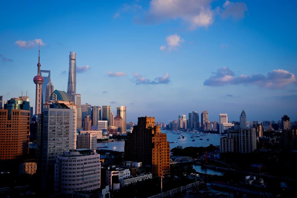 外滩绝佳景观,正对东方明珠、上海中心,俯瞰外白渡桥