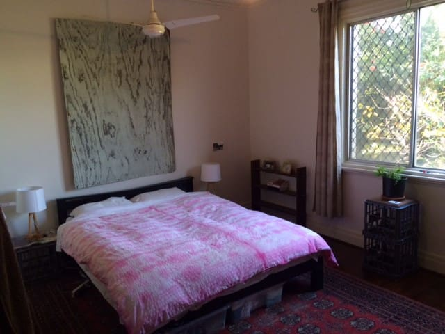 Large bedroom which looks out to the little front garden. The bed is very comfortable and there is space to store and hang your clothes.