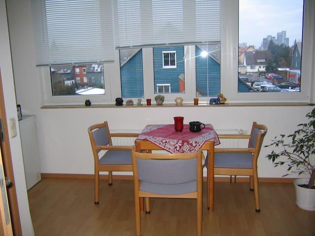 Zimmer möbliert, Wohnzimmer,Küche - Hannover - Appartement