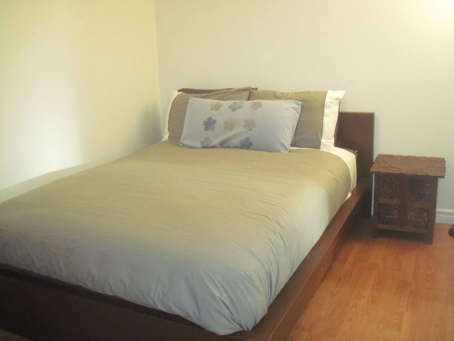 Queen Bed Beautiful Linens and Duvet