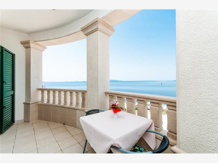 Deluxe apartment with sea view and swimming pool