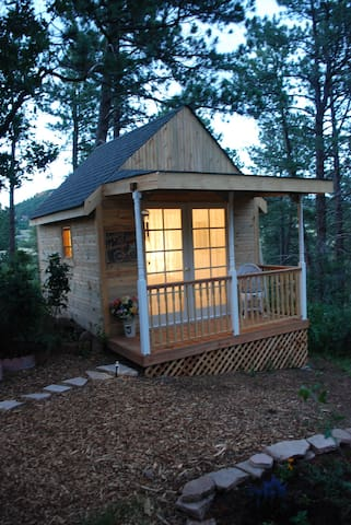 A Tiny House/ Glam- camping style! Out door shower - Palmer Lake - Bungalow