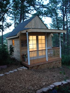 A Tiny House/ Glam- camping style! Out door shower - Palmer Lake - 방갈로