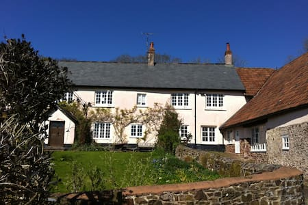 Farmhouse annexe north of Exeter - House