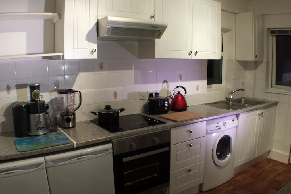Spacious and equipped kitchen to prepare your tea, coffee or snacks
