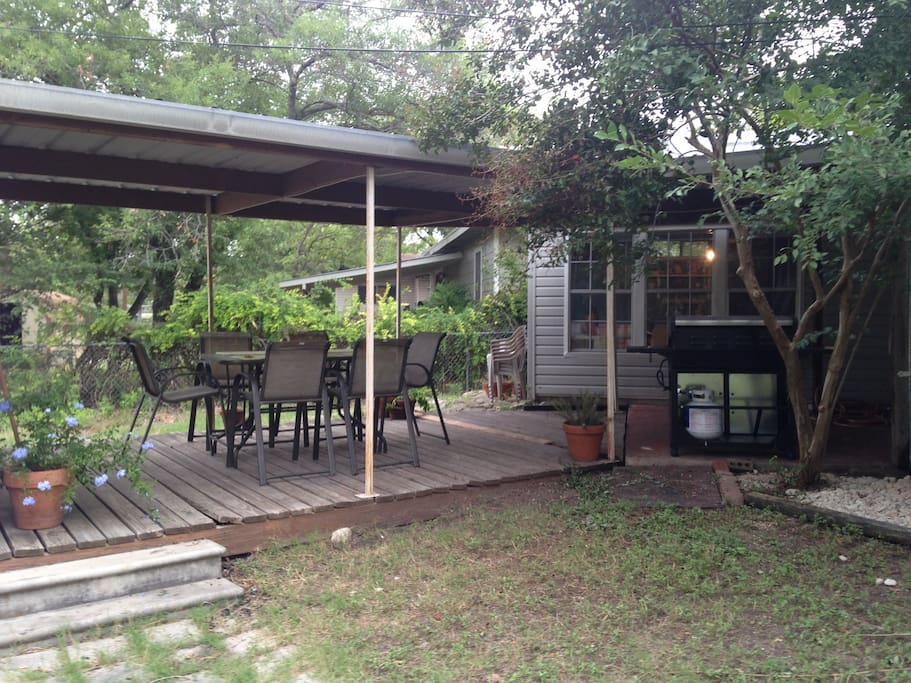 Great backyard with deck, outdoor dining and bbq pit.
