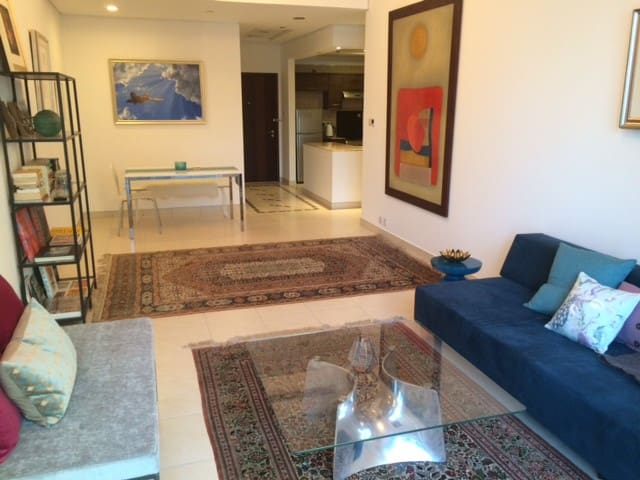 Sleek, modern, central Dubai apt - Dubai - Apartment