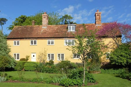 Charming country farmhouse - Wimborne