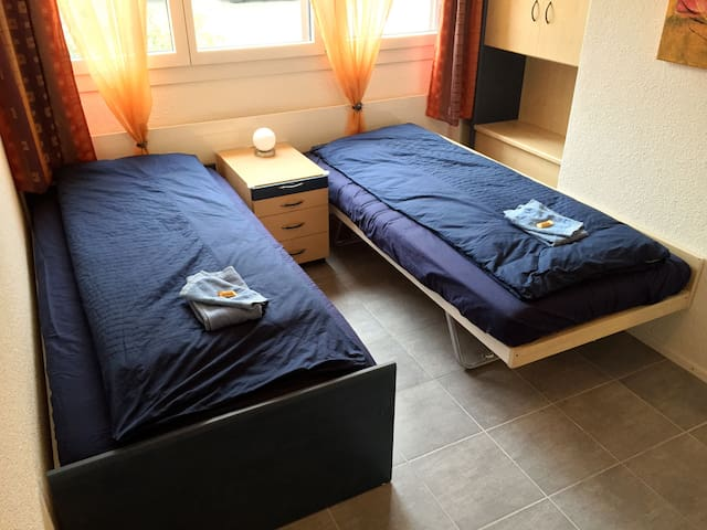 room 1-3 person& bathroom& parking - Embrach