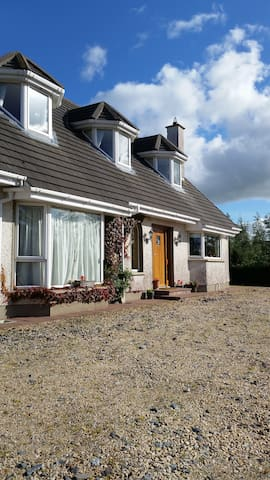 Country Home - on Wild Atlantic Way - Manorcunningham - Hus