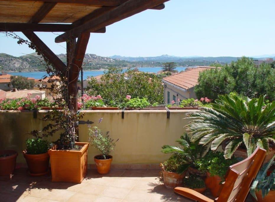 Covered and open terrace where you can stay under the sun / Terrazzo coperto e scoperto per poter prendere il sole in libertà