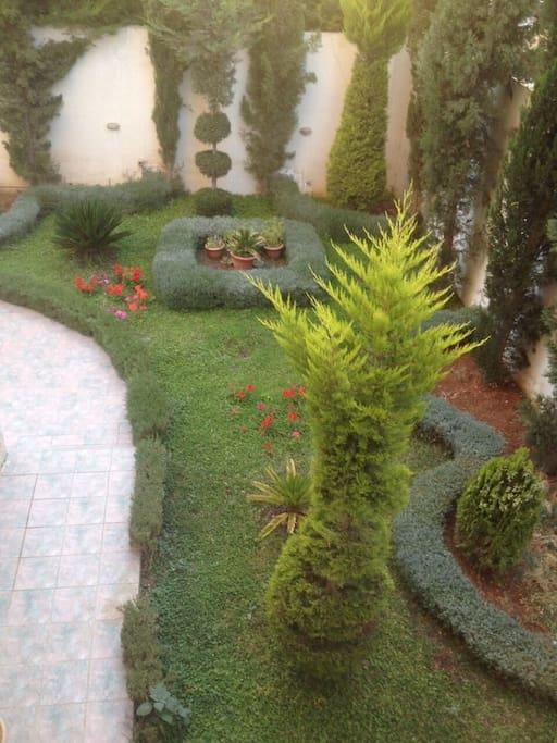 Well maintained garden in a quite neighbourhood