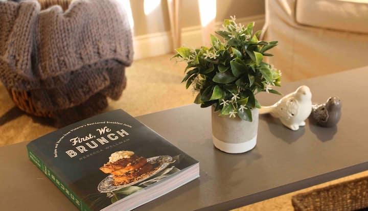 Private Bright & Beautiful 2 Bedroom Garden Suite