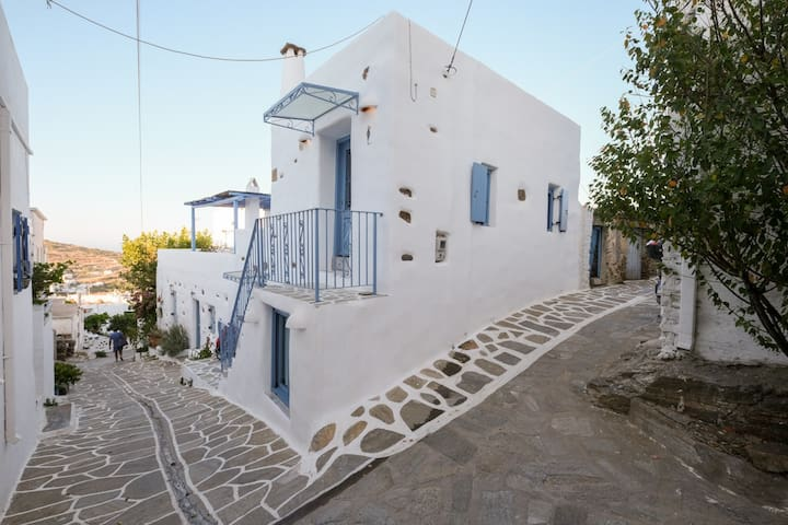 Lefkes Modern Apartment in Paros island