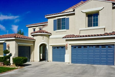 Large LV Home - 15 min from Strip - Las Vegas