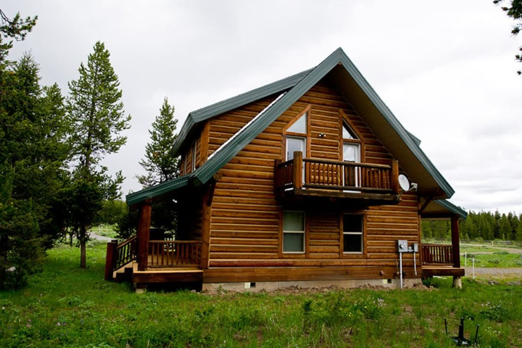 Kilgore guest cabin sleeps 9 west yellowstone for West yellowstone cabins
