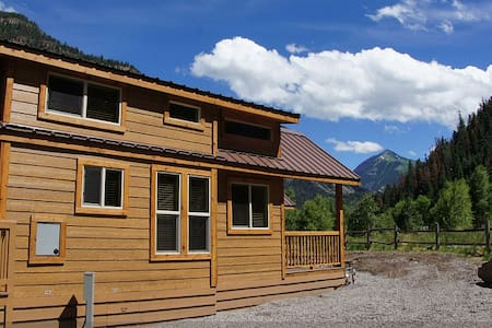 New Deluxe Riverfront Cabin! - Ouray - 小木屋