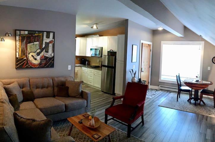 Saratoga/Bright & New Private Space
