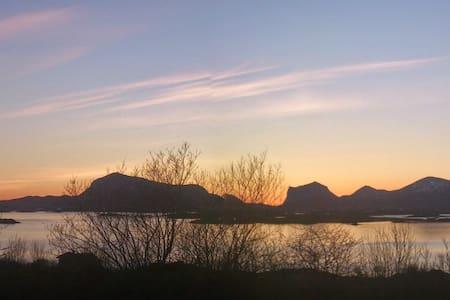 Midt i Lofoten med fantastisk natur - Leknes - Haus