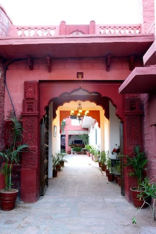 2 Travellers Heritage Home Villas For Rent In Jodhpur