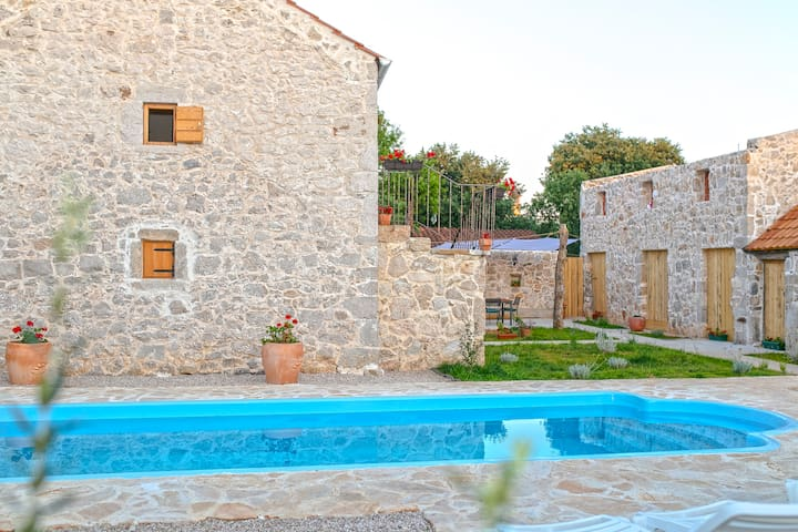 Heritage House Vrime - stone house with pool,grill