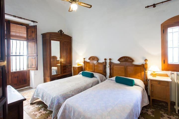 """VILLA CHARLY"" Casa señorial XVII - Macastre - Villa"
