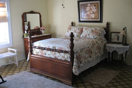 Minnie Caroline Room @ Olive's B&B - Lake City - 家庭式旅館