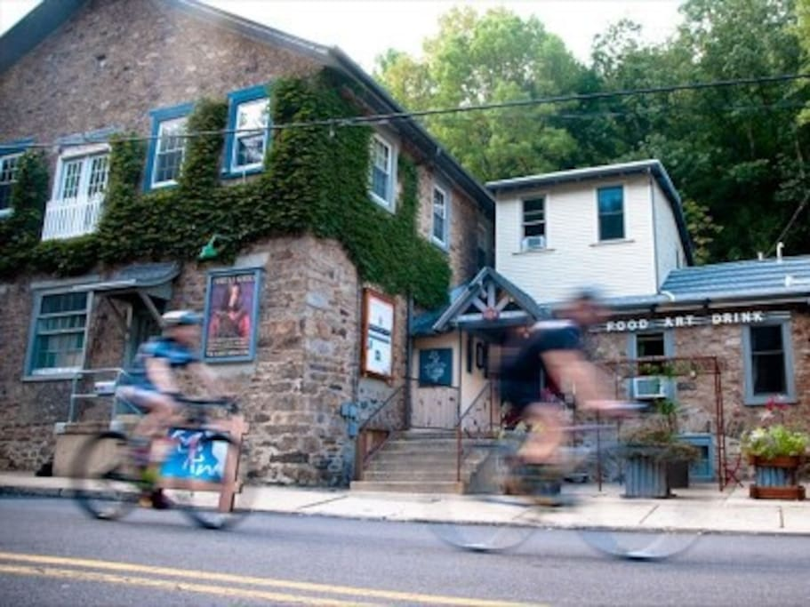 In a 19th C Stone Factory & near cycling paths, dining, lake park and galleries.