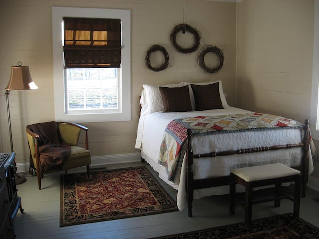 Daniel Asbury Room @ Olive's B&B - Lake City